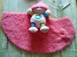 une cape dans tricot cape
